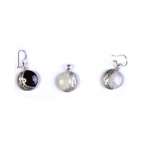 Set of earrings and pendant