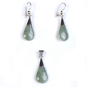 Set of pendant and earring of water drop